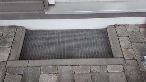 Referenzen Lichtschachtabdeckung in Essenheim (vorher)